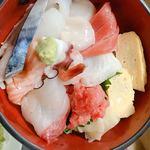 名登利寿し - 生ちらし♬︎新鮮なネタです(*ˊ˘ˋ*)♪酢飯が美味〜♡