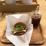91542215 - 「モーニング野菜チーズバーガー(ドリンクセット)」(570円)