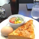 タロン カフェ - 料理写真:モーニングC(ツナトースト、サラダ、ゆでたまご) アイスコーヒー¥400(税込)