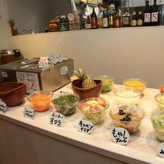 ランチはカレービュッフェでお腹いっぱい♪1000円(税抜)