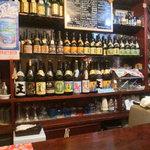 しんざと - 沖縄からとりよせたお酒がならんでいます。