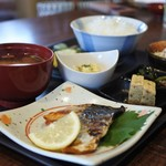 魚と燻製の店 さんばんや - 魚ランチ¥1000この日は鰆の幽庵焼き