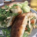 ヨムパン - 自家製フォカッチャ、軽くトーストされています(2018.8.26)