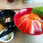 飄禄玉 - 紅富士丼 1890円(税込) 赤出汁付き。