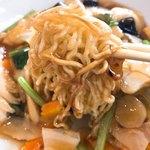 四川菜館 - 五目あんかけ焼きそば 麺
