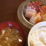 えびせい - 刺身定食セット 刺身ダケでなく、ご飯と味噌汁も美味しい