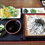 Shiraitoan - もりそば700円。山菜天ぷら100円。
