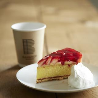 カフェ バーンホーフ - 料理写真:エアトベーアトルテ