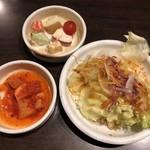 とん豚テジ - キムチ&オカズ&サラダ