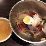 とん豚テジ - ビビン冷麺定食