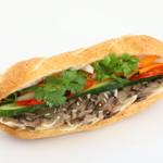 Bánh mì Bà Ba - バインミージョートゥー (Bánh mì Giò Thủ)。自家製サイゴン風味のハムのみがあるバインミーです。