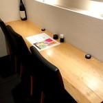 蕎麦雪屋 - カウンター席は、3人がけが、2か所です!
