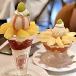 ザ・東京フルーツ パーラー - プラムのパフェと清水白桃のパフェ