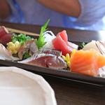 魚椿 - お刺身5種盛り(鯛・鰹・鰺・〆鯖・鮪・サーモン・はまち)