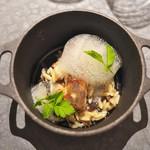 富小路 やま岸 - ⑦温菜<モトイ>天然すっぽん鍋でお米の形のパスタを使ってリゾット風に。