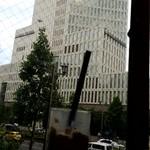 カフェ・ド・クリエ - 窓の向こうはソフィアタワー