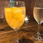 山の上ベーカリー - サングリアと白ワイン