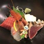 鶴べ別館 - マグロ、真鯛、甘海老、イカ、鰹のタタキ