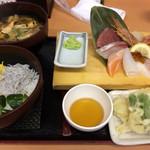 91593569 - 海鮮天ぷら御膳(1,380円) 漁師汁変更(100円)