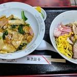 中国料理 江陽 - 着丼時、意外とテーブルに載っていた。笑