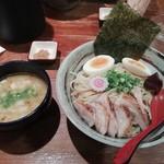 91595452 - つけ麺(こってり)全部入り(1000円)