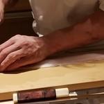 91599690 - (18)鱧(三重県伊勢湾産)                       包丁は二葉商会(佐賀)の業物だそうですが、骨切りのスピードで影はあれども、姿は見えず。                       仕事の技もキレキレ♪ヽ(´▽`)/