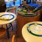 レイルロード京阪 - プラレールで遊べるテーブル多数あり