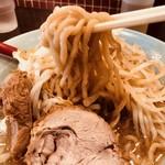 立川マシマシ - 豪快な麺リフト!