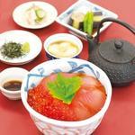 【秋の限定】鮭とたっぷりいくらのひつまぶし御膳