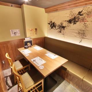 接待や会食に最適な個室有/落ち着いた雰囲気と綺麗な店内が自慢