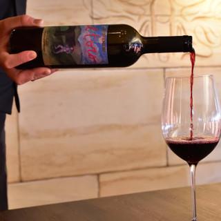 厳選したイタリア産ワインと旬の食材を味わう贅沢なひととき