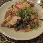 アジアンタワン - 鶏肉のスパイシーサラダ