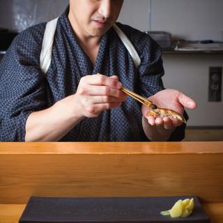 【熟練の職人】寿司職人が魅せるパフォーマンスを間近で楽しめる