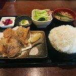 91614239 - 鶏のからあげ定食930円税込サービスの特盛りご飯
