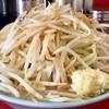 ラーメン 大 - 料理写真:ラーメン 普通盛 豚入り 900円 (トッピング:野菜・ニンニク・背脂)