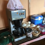 ファミリーレストラン道 - ランチにはコーヒーのセルフサービスも。