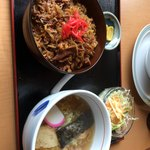 ファミリーレストラン道 - 豚丼と半ラーメンセット。