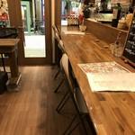 バル OTTO - カウンター奥から撮った店内風景(2018.8.27)