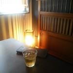 91617680 - 薄暗く落ち着いた雰囲気。(*^^*)                       麦茶が涼しげで美味しい!(^○^)