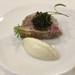 ル ビストロ メランジェ - レフォールのクリームソースとキャビアを添えたオマールエビと牛タンハムのプレッセ