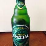 Bánh mì Bà Ba - Saigon Specialビール(Bia Saigon Special)。甘いビールです。