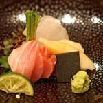 日本料理 たかむら - お造り  青森県産の本鮪、三陸産の石垣貝、秋田産の平目、水前寺海苔を添えて