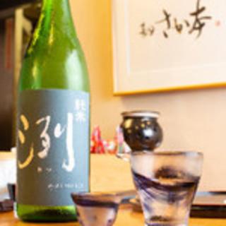 食器や酒器にもこだわりました和食に最適な日本酒ございます。