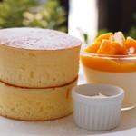 ピーシーエイチコーヒー - (期間限定)マンゴー&自家製ジャージーヨーグルトアイス 厚焼きホットケーキ