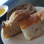 91632976 - 3種類の自家製パン