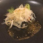 オルディヴェール - 美味しい白いサラダ ウナギは名脇役 アップ