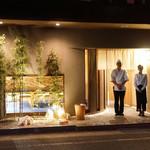 鮨 しょう - 『ミシュランガイド 福岡・佐賀2014』に星一つで掲載された『鮨処 徳』で 9年間研鑽を積まれ、2017年3月にオープンした若き鮨職人のお店です。
