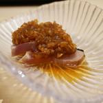 鮨 しょう - カツオのたたき 新玉葱のタレ。
