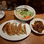 渋谷餃子 - 餃子・冷麺・辛ニラのセット