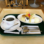 花壇 - プリンアラモード(税込650円)/ コーヒー(税込250円)